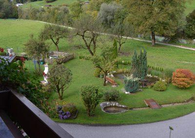 DSC_0078 Balkonaussicht auf den Garten